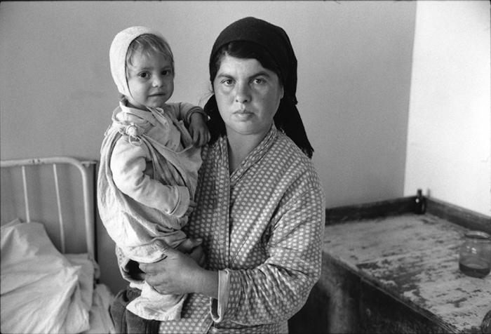 13_roumanie.focsani,hôpital, service pédiatrie.1990©vwinckler.3418-9